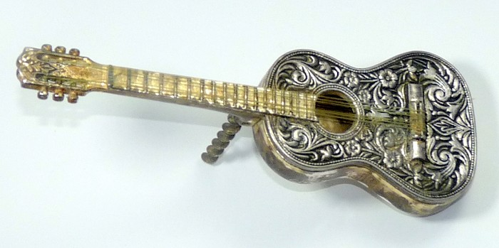 SIX STRING GUITAR FIGURAL