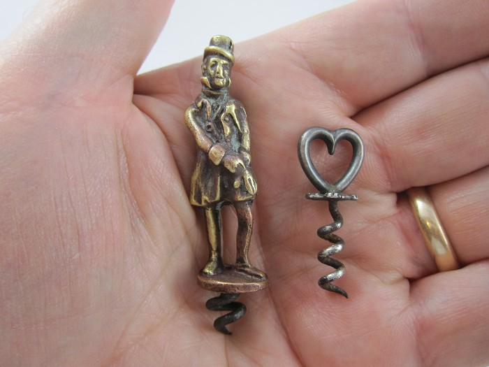 Miniature Stand. Gentlemen & Heart shape CS. 2 diff