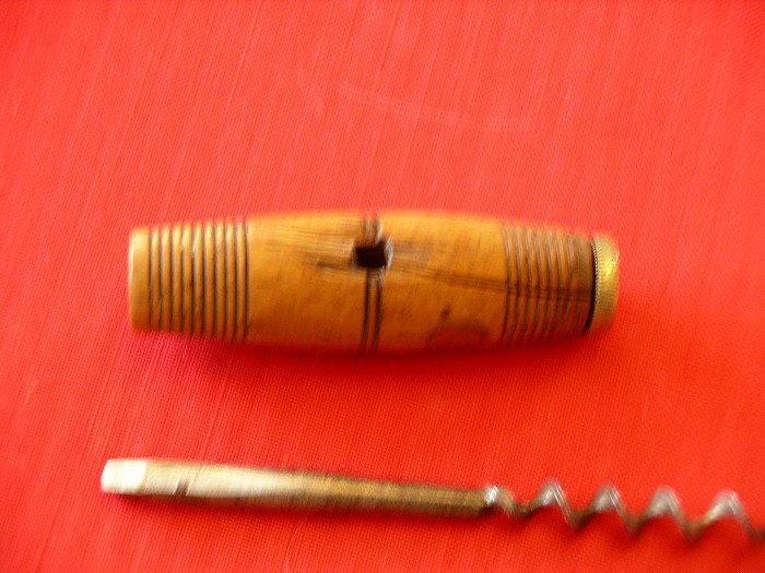 EDWARD PRESTON & SONS WOODEN T WITH REPLACEABLE CORKSCREW