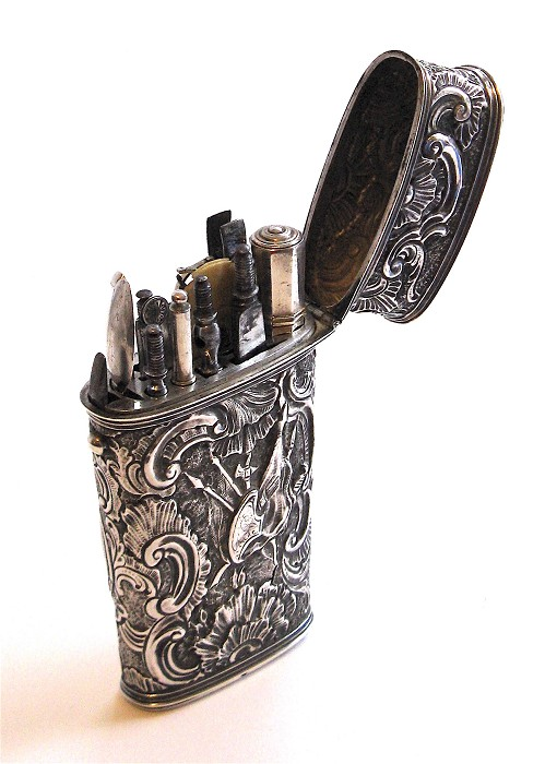 Silver travelling case, etui or travell necessaire